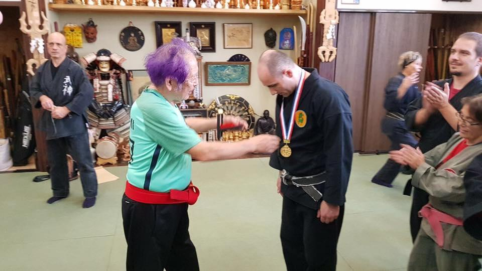 Sôke Masaaki Hatsumi tilldelar Bujinkan Gold Dragon medalj